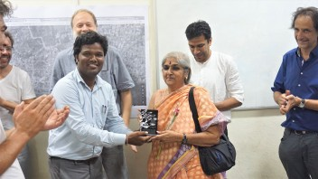 TH Momento to Anuradha Reddy